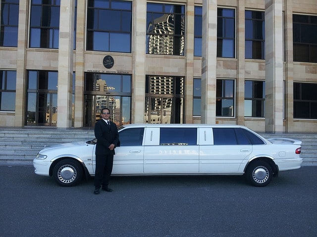 6 Benefits to Hiring a Limo Service for Your Wedding